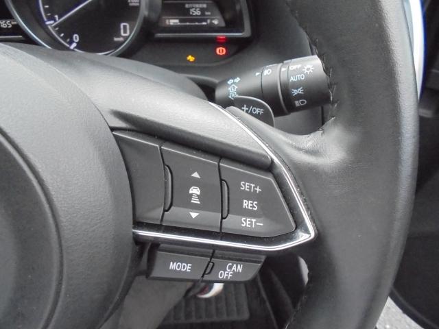 ミリ波レーダーで先行車との速度差・距離を計測してエンジンとブレーキをコントロールし設定した車間距離を保つよう自動で車速を調整してくれる「マツダ・レーダー・クルーズ・コントロール」(MRCC)付きです!
