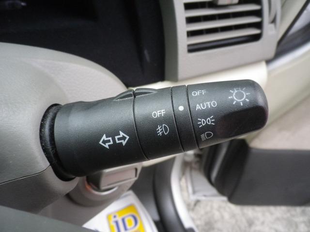 オートライトコントロール付きキセノンヘッドライト。フォグライト付き。