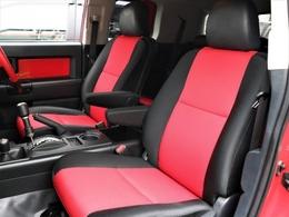 赤×黒のスポーティな内装です!シート状態も良好そのもの。