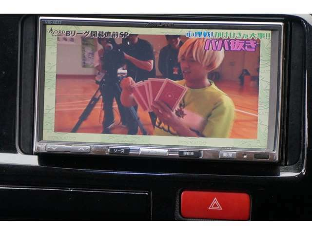 アルパイン製HDDナビ装着済みです☆4×4地デジフルセグTV付ですのでTV視聴時も快適にご使用頂けます☆DVDも視聴可能です☆