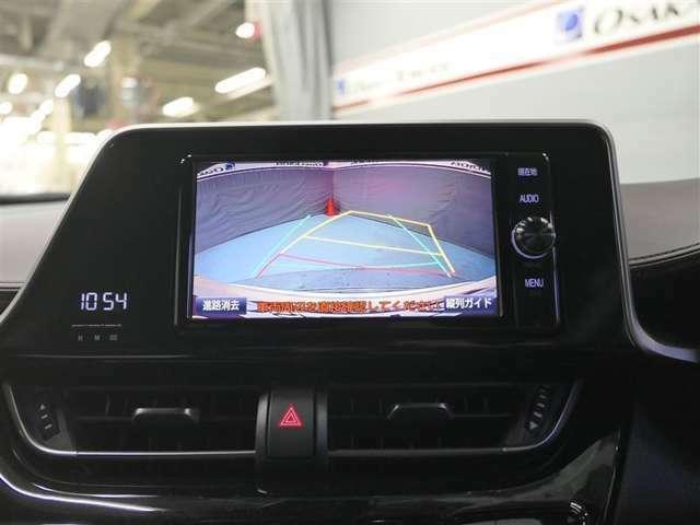 カラーバックガイドモニター装着車は後退時の強い味方です♪車庫入れや縦列駐車の際、後退操作の参考になるガイドラインをナビ画面に表示します。後退時には直接後方を確認してくださいね♪