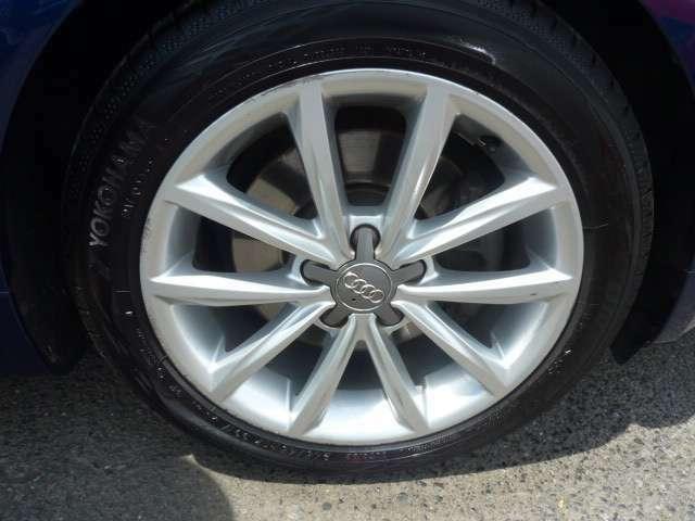 タイヤ新しく交換してます。