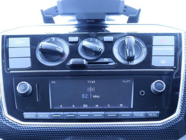 オーディオはラジオ、お持ちの携帯との接続が可能出来る様になっております。また、