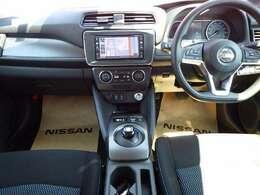 ゆったりとした運転席と使いやすいナビゲ-ションシステムで運転らくらく♪♪