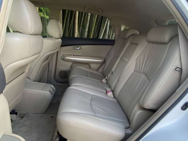 後席シートにもシートヒーターが付いております
