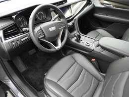 シートはブラックレザーでシックな印象。アダプティブクルーズコントロールも付いており長距離ドライブも疲れを軽減してくれます。