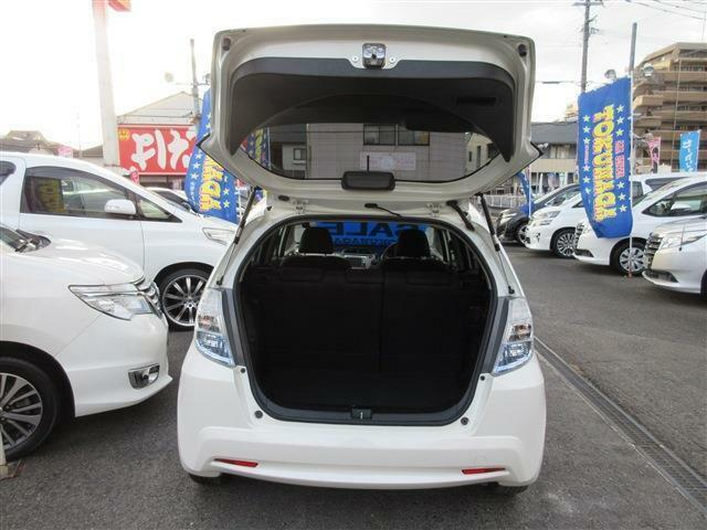 特選車と豊富な品揃え、アフターサービスも自社整備工場が有、安心と信頼が売りのお店です。