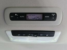 【リヤオートエアコン】前席と後席でそれぞれお好みの温度設定が可能で全席にも最適な空調をお届けします。