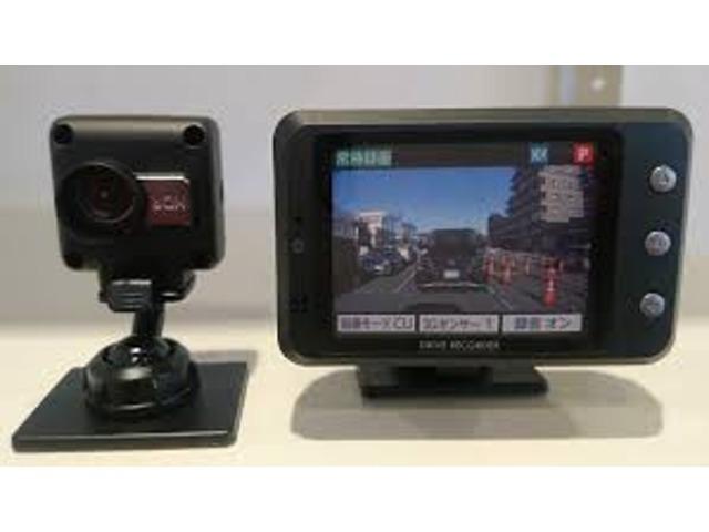 Bプラン画像:後方向けドライブレコーダー【取付工賃・税込¥49,000-】もご用意しております。☆カメラ別体型のセパレートタイプ【セルスター工業株式会社/日本製】となります。16GBマイクロSDカード付属。