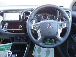 暖房つき革巻きステアリングホイール、レーダークルーズコントロール追従します。