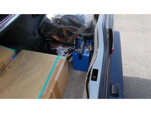 バッテリーはトランクに移設です。