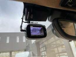 前後駐車監視モード付のドライブレコーダーもお付けしてお渡しとなります。
