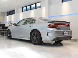 6.4Lという大排気量の自然吸気V8エンジンが魅力的なお車でございます。
