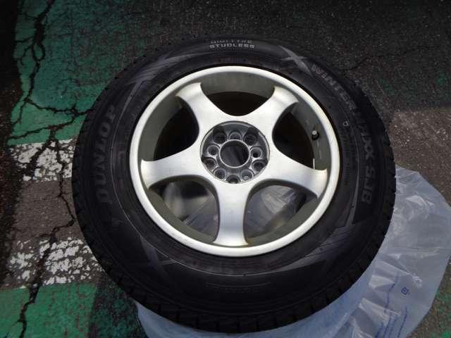 走行性能に関わる大切な部分のホイール。傷も少なく、キレイです。タイヤも溝がしっかりありますよ!