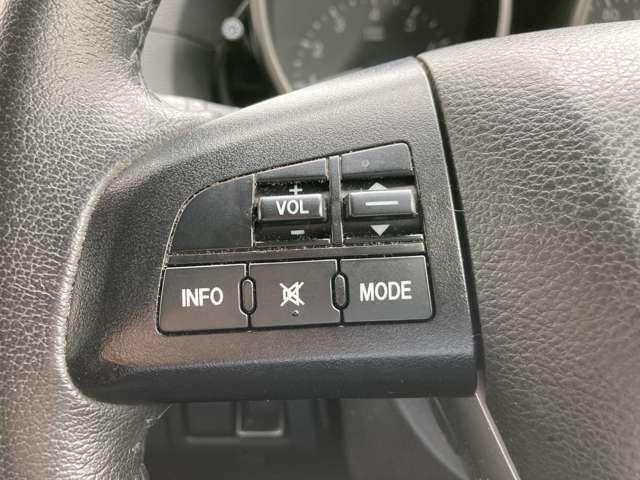 ステアリングスイッチ付。ハンドルから手を離さずにオーディオ操作が出来て安全です。