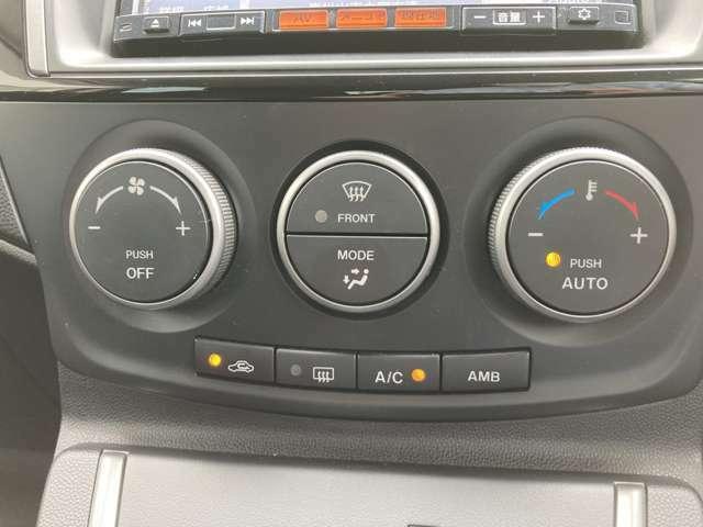 オートエアコンで温度設定ラクラク。
