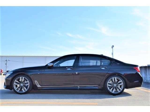 存在感の凄い車両サイズです☆全長525cm横幅190cm高さ148cmですがとても運転しやすいです♪ご試乗の際にご体感下さい!!