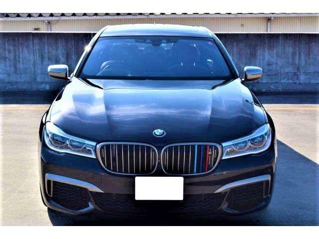 平成29年式BMW M760Li Xdrive「ボディーカラー:ルビーブラックメタリック・シートカラー:ブラウン・ヒートコンフォートパッケージ・アンビエントエアーパッケージ・エグゼクティブシート」