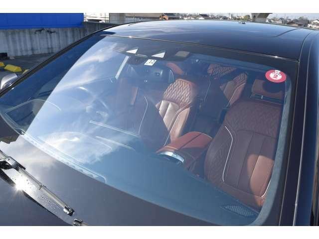フロントガラス部分には、1箇所小さな飛び石傷が御座います!!現車確認の際にしっかりとご確認頂けますと幸いです!運転中に視界に入る様な大きさでは御座いません♪気になる場合はお気軽にご相談下さい☆