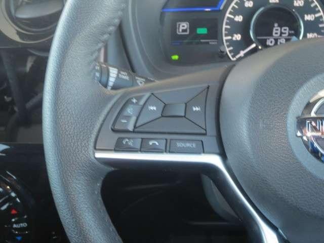ステアリングオーディオS/W付きでドライブ中にも操作ができてとっても便利♪
