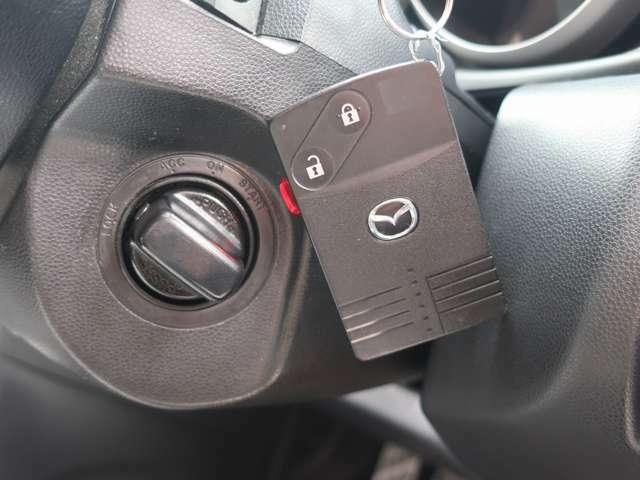アドバンスキー(カード型スマートキー)なのでカギの出し入れや抜き差しをすることなくエンジン始動可能できます。