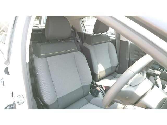 座り心地の良いファブリックシート!長距離の運転も疲れずらいシート設計です!