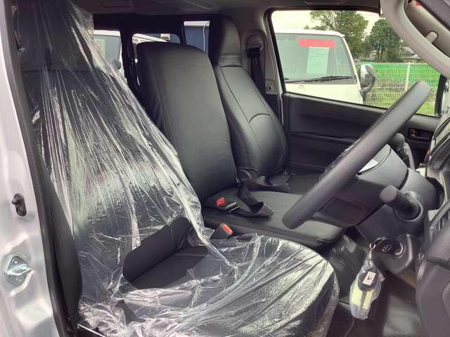 ☆クラッツィオ製レザー調シートカバー付なので、濡れたままでも気にせず乗れます!