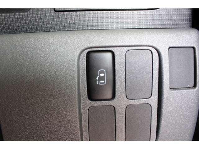 片側電動スライドドアなのでスイッチひとつで開閉できます♪