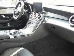 ブラックを基調とした車内にブラックアッシュウッドインテリアトリムが採用されています!メルセデス・ベンツ特有の高級感を存分に堪能して頂けるインテリアになります!TEL:047-390-1919