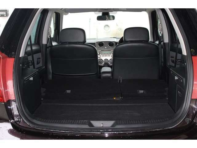 リヤシートをワンタッチで倒せば更に広いスペースになります!