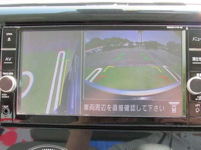 左前タイヤ付近の映像でドライバーの死角を補助。発進低速時の障害物、溝等の確認が出来ます。