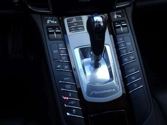 室内スイッチによりワンタッチで車高調整が可能です。