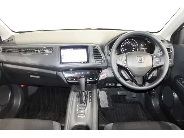Honda SENSING は、ミリ波レーダーと単眼カメラによって前方車両等を認識し一定の速度で走行させたり 車線維持 車間維持 ブレーキアシストなどを行なってくれるシステムです。安心快適なドライブを楽しめますね。