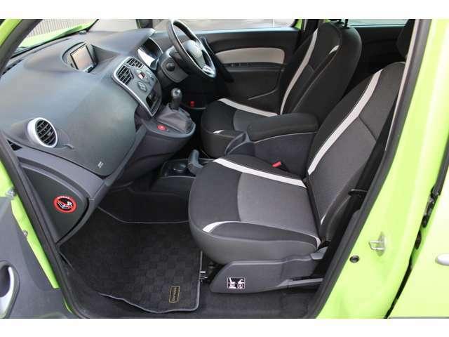 視点が高くフロントガラスも大きく視認性が良いのでとても運転しやすいお車です。