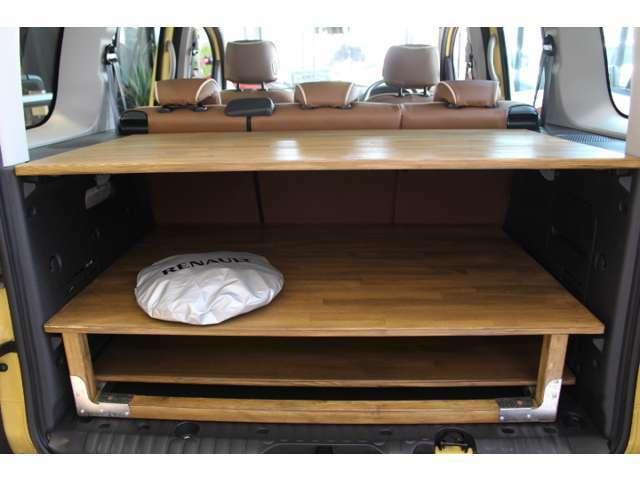弊社オリジナルベッドキット【morino bed】ベッドとして使用しない時はラゲッジルームに綺麗に収まり、天板はテーブルになるこちらのキットのご提案も承りますので、カングーご検討の際はお気軽にご相談ください
