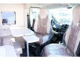 運転席、助手席シートが回転して対面にできます☆
