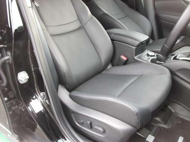 運転席パワーシートには「シートフリーター」が付いていますので、ご自分のベストポジションを上下で選ぶ事も出来ます シート状態も良好です