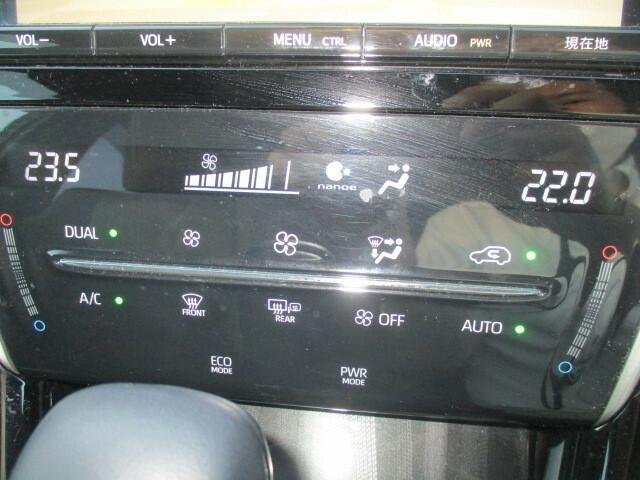 オートエアコン装備してますので、希望の温度をセットすれば風量、風向きなど自動調整してくれますので一年中快適です。