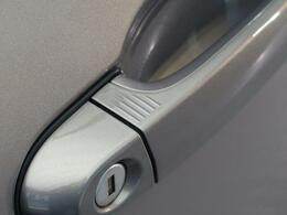 ●コンフォートアクセス(スマートエントリーシステム)『キーを所持しているだけで開錠・施錠からエンジンスタートまで操作可能!』