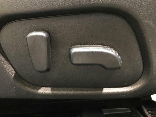 【運転席側パワーシート】適切なシートポジションを提供いたします。