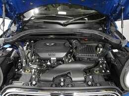 BMW製2.0L直列4気筒クリーンディーゼルエンジン。190PS/400Nm(カタログ値) エンジンルーム内はきれいな状態です。