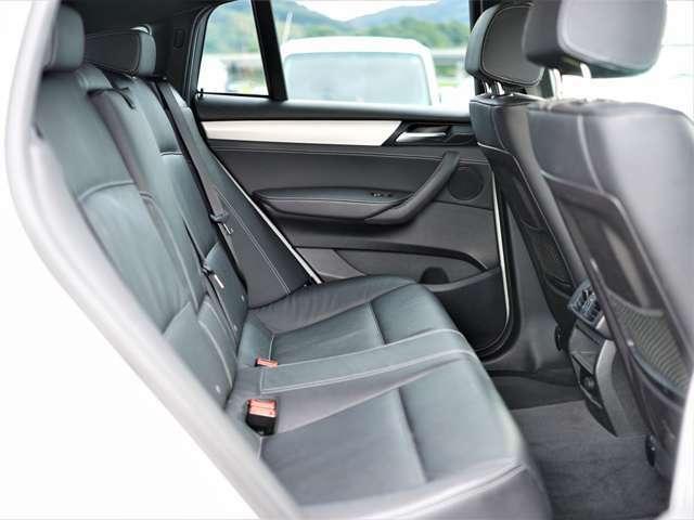 後部座席も比較的きれいな状態となっております!