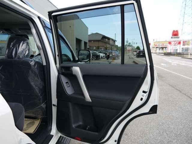 新車プラド ディーゼル TX 5人乗り CLIMATE17インチアルミ・モンスタタイヤ265/70R17マッドウォーリア!カラー変更、オプション追加・変更可能です!他ナビ取付パッケージなどお問合せ下さい!!