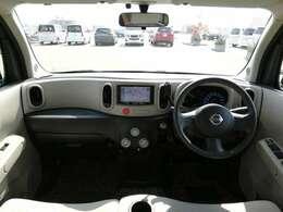 ダッシュ全景。コンパクトな車体で運転しやすいです。
