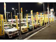 夜でも明るく見やすい展示場です!暗くなってもお車の状態の確認できます