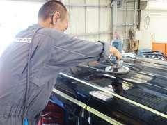 テクニカルセンター内BPセンター。塗装ブースも自社に設置。熟練のスタッフが真心込めて一台一台丁寧に仕上げます!
