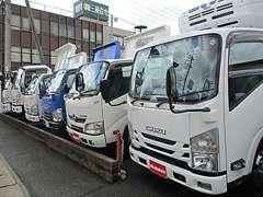 エルフ・デュトロ・フォワードと2トン車4トン車を中心に大型トラックを多数取り揃えております!