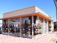新店舗オープンです。お客様が快適にお過ごしできるキレイな店舗です。お気軽にお立ち寄りください