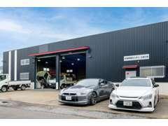 自社工場完備の為、入荷車両は全塗装しきれいに仕上げてから展示しております☆荷台新規作成なども行っています!