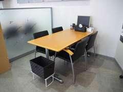 広い商談スペースをご用意してあります。パーテーションで仕切ってありますので、ゆっくりご商談ができます。
